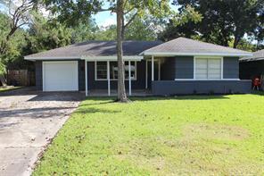 304 Greenwood Drive, Hitchcock, TX 77563