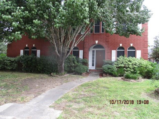 2 story home located on large corner lot!!! Screened in pool & spa, open floor plan, large formal dining & living, open living area with fireplace, & game room. Many possibilities to put your own touch in this blank canvas.