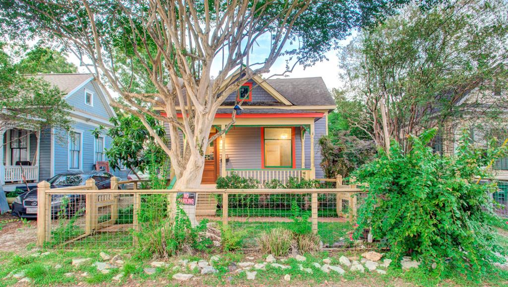 If you are looking for character and versatility in a home, look no further. Charming 2/3 beds, 1 bath bungalow located in one of the most central areas of town where walkability and convenience are the order of the day. Live in town as if you were in a prairie with access to major shops, groceries, parks, restaurants, nightlife, and most importantly, most major freeways. Be ready to have it all in this gorgeous, one-of-a-kind home. Recently and carefully restored bungalow with front and back yards, plus front porch and a back deck to enjoy this lovely upcoming weather. Tired of living in huge apartment complexes and ready to treat yourself to this magic lifestyle? Set an appointment and come see it for yourself. This is a rare opportunity and will not last long.