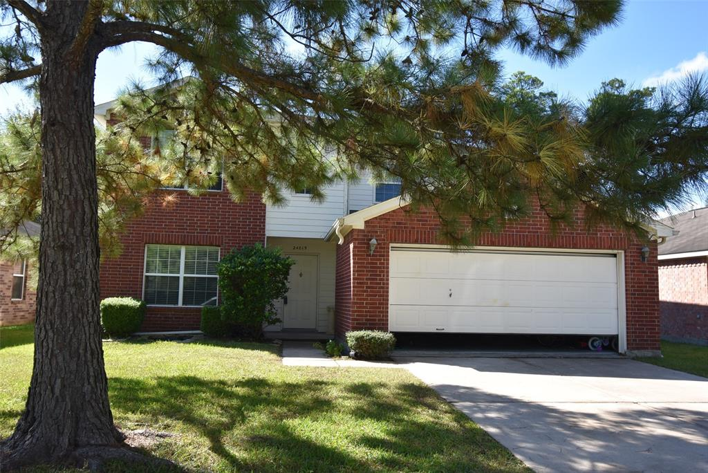 Beautiful Centex home located in the great neighborhood of Northwood Pines. Easy access to 45 and Hardy Toll. Great neighborhood park down the road. This two story home has 4 bedrooms and 3 full baths with one bedroom down (Not the Master). Kitchen has Granite counters, Beautiful backsplash with lots of storage. Extra large pantry with tons of room for all the items your chef needs. Extra large Family room overlooking the backyard. Light and Bright, Formal Living / Dining combo in the front of the home presents the buyer with a diverse amount of ideas to utilize this space as their family needs warrant. Don't miss the master with almost 400 sq ft of space for you to use as well as the large game room upstairs and two other bedrooms. Make your appointment today.