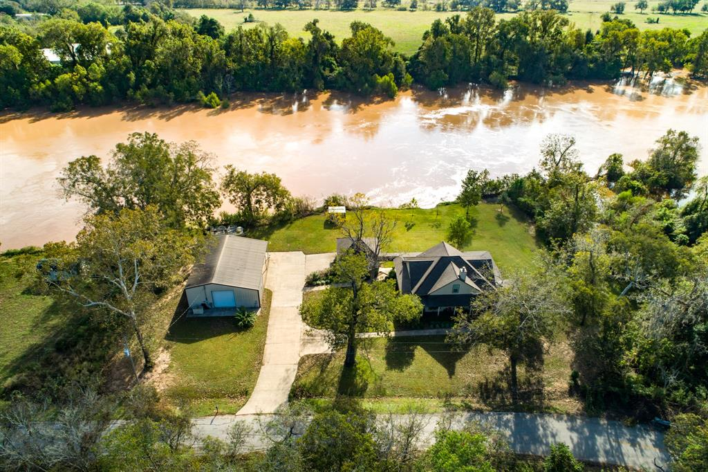 759 County Road 703, West Columbia, TX 77486