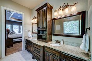 Dual sinks and storage offer plenty of room!