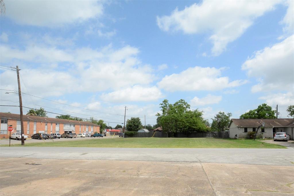 300 N Perez Street, South Houston, TX 77587