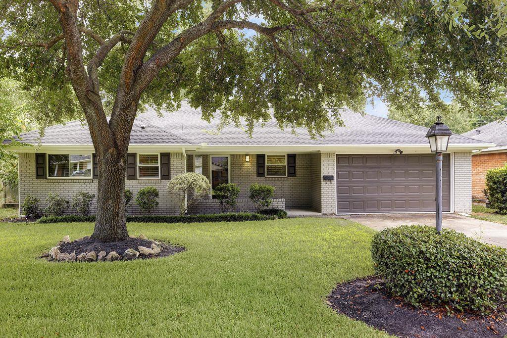 Handsome 3 bedroom 2 bath home in desired Spring Branch neighborhood; open kitchen, den and dining room with bonus room off of the back of the house; granite counters, island kitchen SS appliances, neutral interior and a great back yard. Not reflected in HCAD per seller, additional square footage in utility room and sun room/porch.