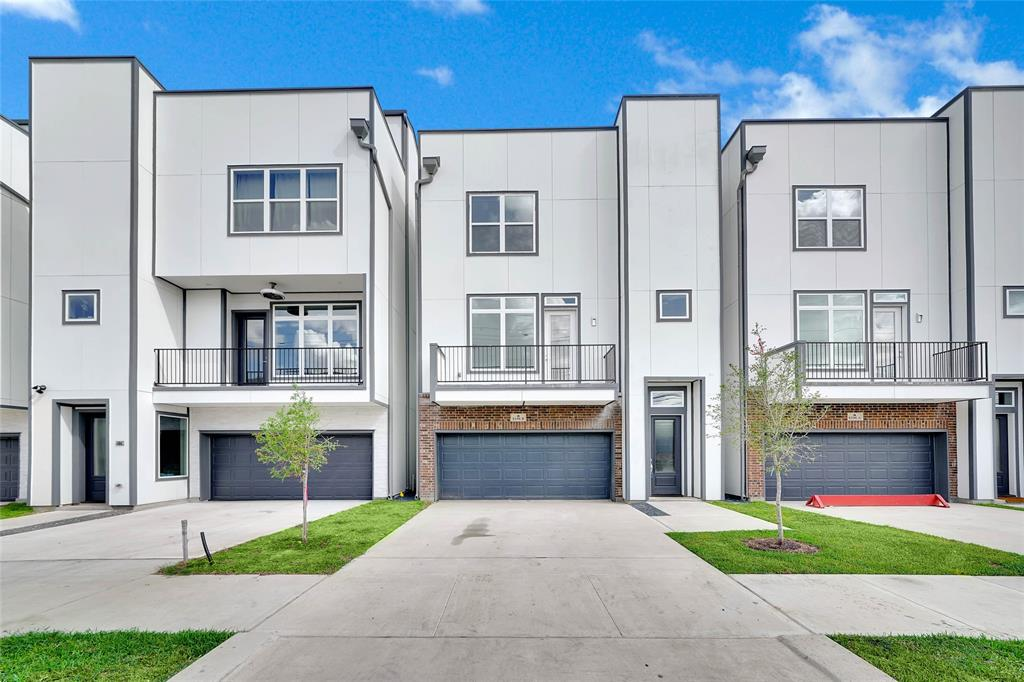 Welcome to Mayfair at Clarkson,  a small gated community located just off on North Post Oak at Clarkson Ln. With easy access to 610, I-10, and 290, Mayfair at Clarkson is the ideal community within the city. Built by Beacon Builders, these homes are zoned to the Spring Branch School District, particularly Spring Branch Middle School and Memorial High School. Each home features 3 bedrooms, 3.5 bathrooms, a roof top deck with views of Downtown and Galleria areas. Spacious and open concept on the living/kitchen on the 2nd floor provides excellent space for entertaining. Luxury finishes, walk in closets, and many upgrades!