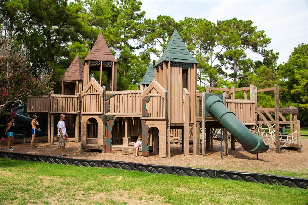 Enjoy one of the best family parks at Donovan Park just a few blocks away.