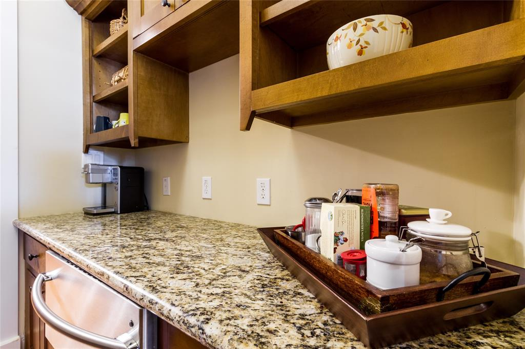 The family chef will love entertaining and cooking on the gas range.