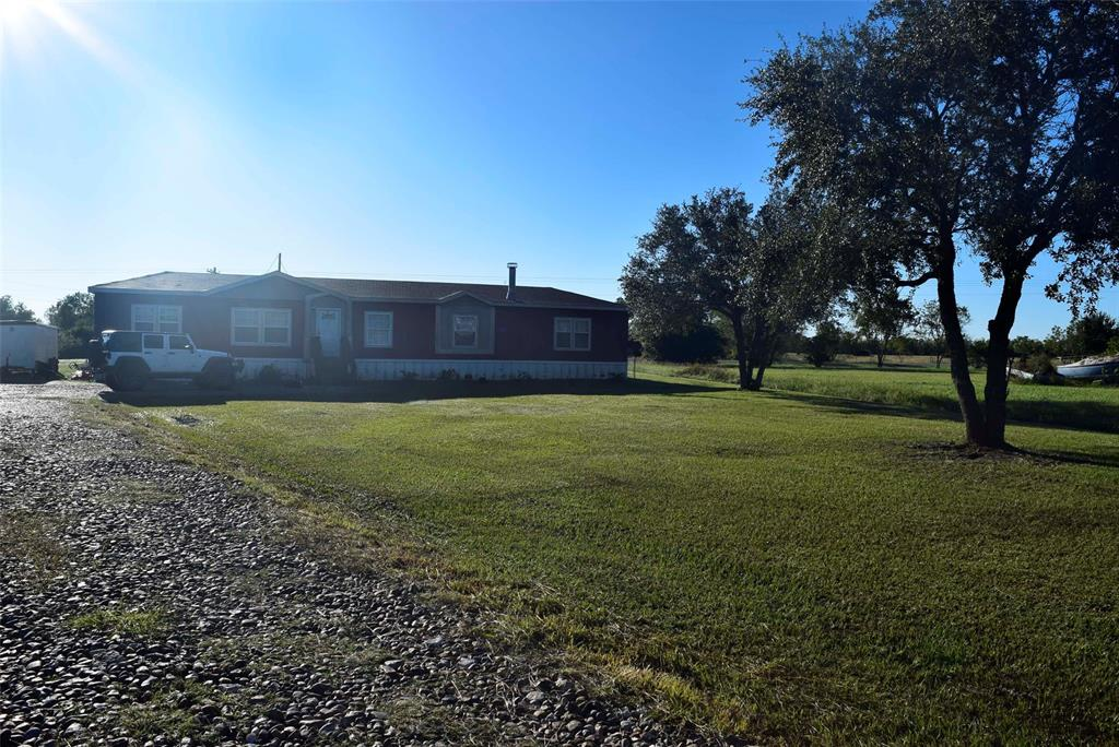 667 County Road 231, Wadsworth, TX 77483