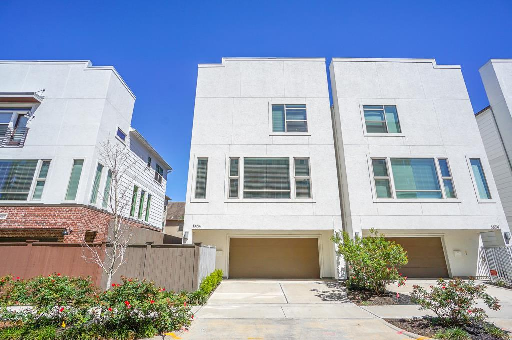 Conveniently located near the Memorial trails & retails, the 3 story stucco home features a gated courtyard, a downstairs study/guest bedroom w/bath, an open living area filled with natural light,fabulous kitchen with Bosch appliances & huge island.The dark wood floor and cabinetry contrast nicely with the neutral palette of the room! Fabulous master with 2 huge walk-in closets and bath including 2 shower heads & a separate jetted tub! Enjoy city life & the feel of a neighborhood!Just gorgeous!