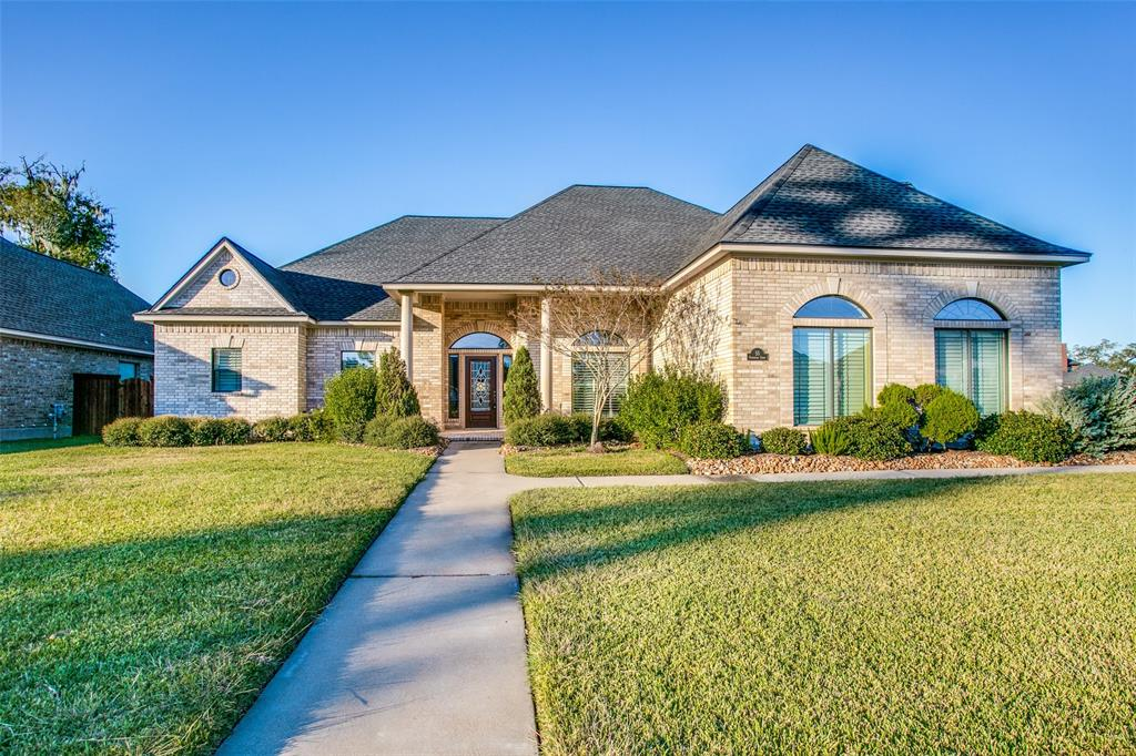55 E Deerwood Court, Lake Jackson, TX 77566