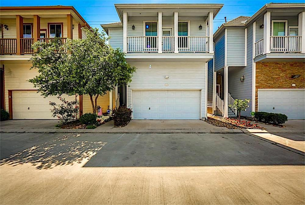 A great 3 bedroom, 2 & 1/2 bath home in a gated community in Garden Oaks. Featuring Hardwood Oak flooring in entry, living areas and throughout the first floor. An elegant kitchen area is featuring brushed stainless appliances & granite counter tops. All bedrooms up; master bath with Jacuzzi tub & separate tiled shower. Linen closet, walk-in closet for great storage & a balcony overlooking the front. Each of the secondary bedrooms has a good size closet with a shared hall bath. A right size private backyard & backs up to a green belt. Schedule an appointment today!