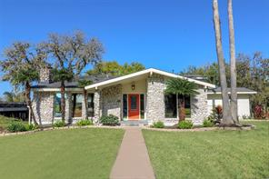 101 Old Bayou Drive, Dickinson, TX 77539