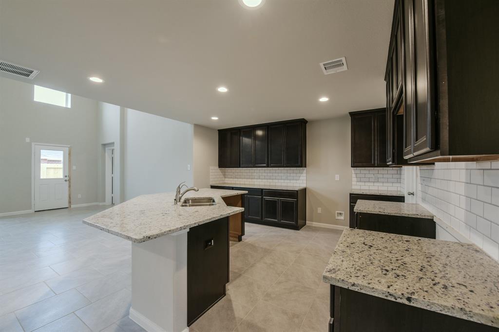 2915 Vales Point, Fresno, TX 77545