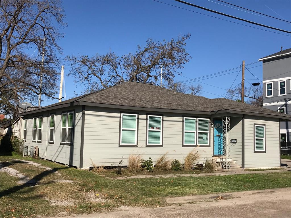 Remodeled 3/4 bedroom 2 bath 1930s Bungalow with studio near downtown Houston. 