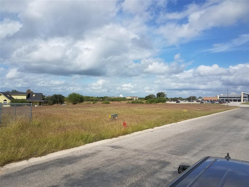 202 Quarry Lane, Cuero, TX 77954