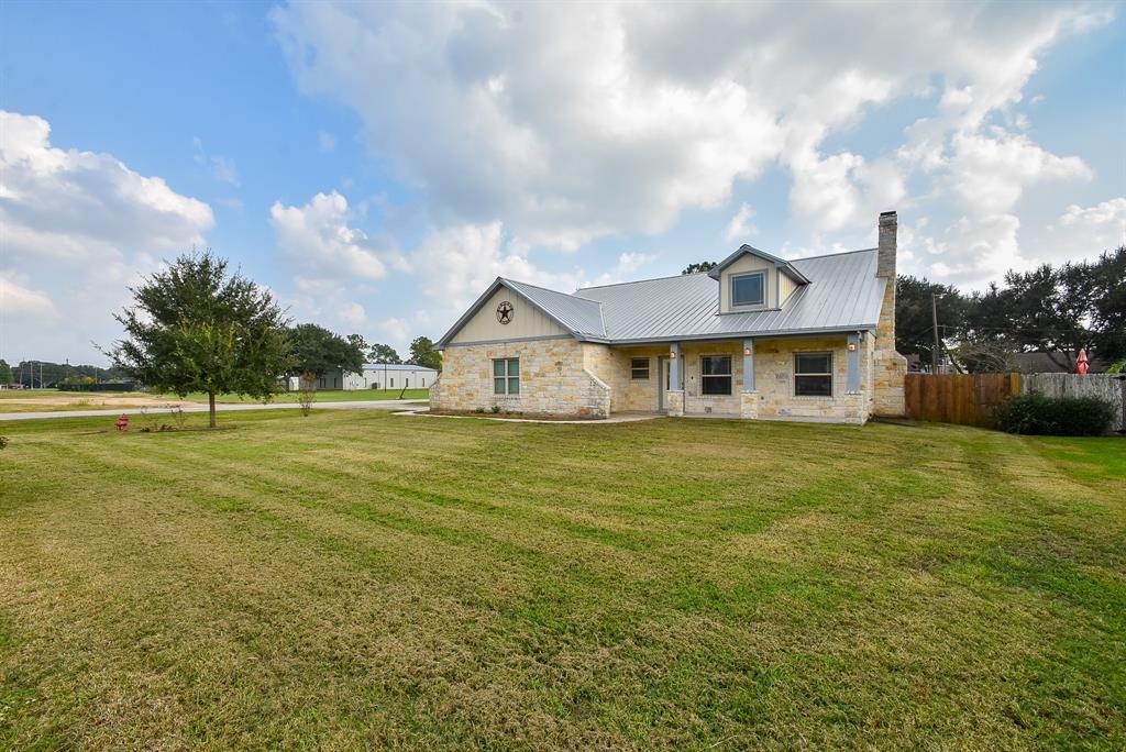 803 Tropicana Boulevard, East Bernard, TX 77435