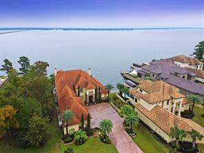 This enchanting setting is a serene and a wonderful place to escape to on Lake Conroe.