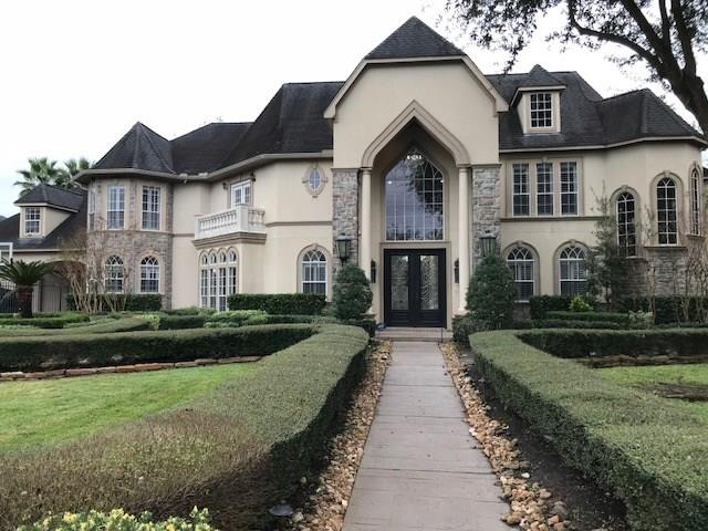 Wow! Doesn't get any better than this! Almost 8000 sf of complete custom remodel. Over 300K in updates. Home was a time flood by Harvey. New custom cabinets built on site, high end imported granites, Turkish travertines used throughout the home. 8x 40 wood tile, built in fridge, 48 inch gas cooktop. Over 30,000 in fixtures. Master bath is top notch. 2 person soaker tub, fireplace, roman columns. Shower with 12 body sprayers, custom built mirrors and a closet that will be the envy of everyone else! Texas sized pool! putting green on site! outside kitchen and screened in patio!