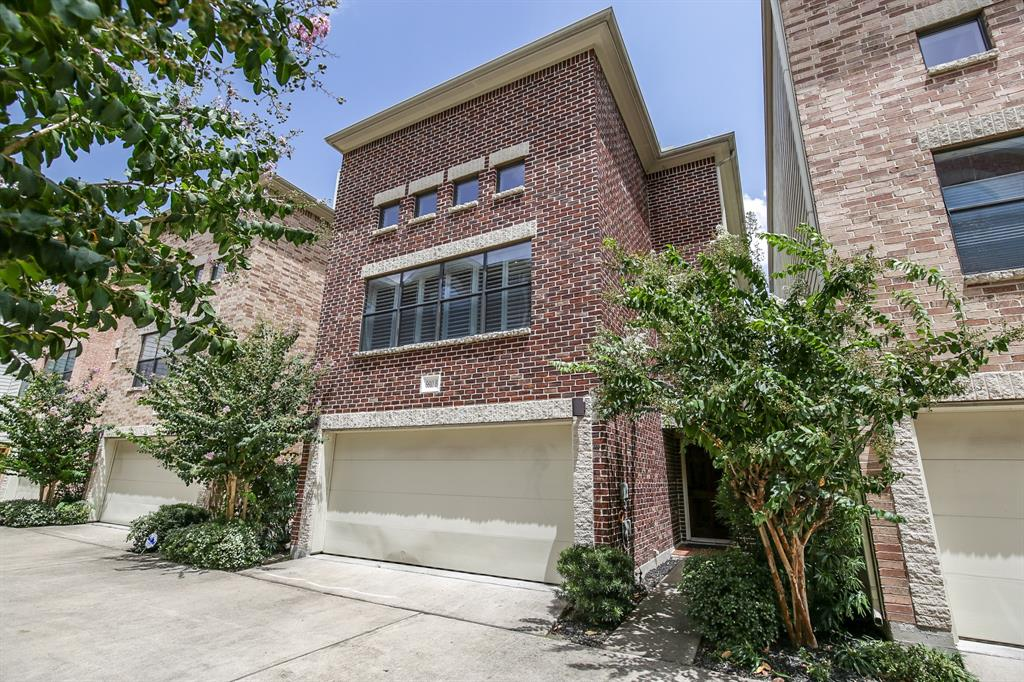 JUST LISTED Inside the Loop: Contemporary and sleek freestanding 3/3.5/2 home in gated development. This well cared for spectacular home features soaring ceilings, oak hardwoods throughout, ceramic tile flooring in all wet areas, plantation shutters and a wood burning fireplace. Gourmet kitchen with granite counter tops, glass tile back splash, stainless appliances and breakfast bar. Spacious master suite and spa-like master bathroom with granite counter tops, whirlpool tub and walk-in glass shower. This amazing home is wired for surround sound (flush mount speakers stay), has an open floor plan that is great for entertaining and features a nice-size back patio area. Easy access to Memorial Park, Washington St. corridor, The Galleria and more!