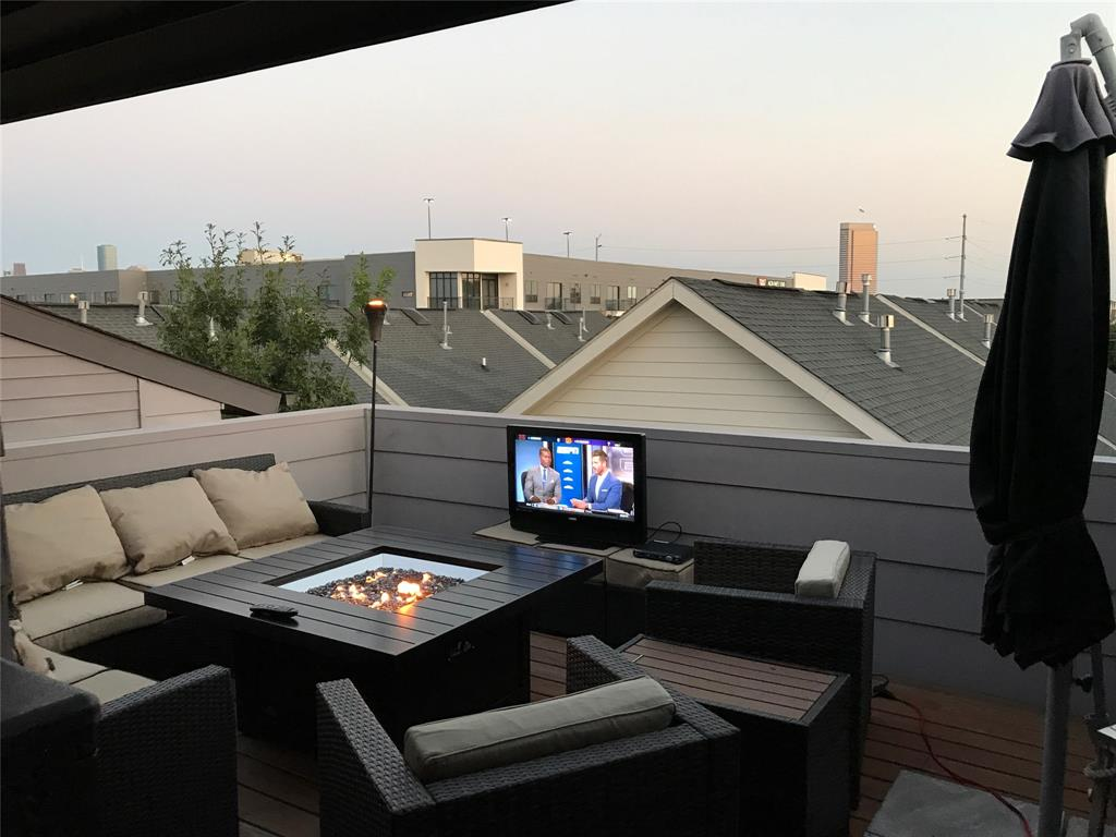 "*Never Flooded* Check out the ROOF TOP patio! Beautiful gated townhome in the ""convenient to everything"" Washington Corridor. Home is 2 exits from downtown on I-10 and walking distance to Sprouts, Starbucks and numerous restaurants. Professionally landscaped and maintained- home and area has never flooded. High ceilings throughout the home, state of the art kitchen with quartz countertops and hardwood floors throughout. Home has amazing outdoor space with a 1st floor pet friendly turfed and gated back yard, a large 2nd floor patio off the living room and a 4th floor roof top patio with views for miles. Master has two custom his and her closets. 4th floor can be used as an office, work out or media room. This Upper West End home is the perfect place to live, nestled between Memorial Park and Downtown!"