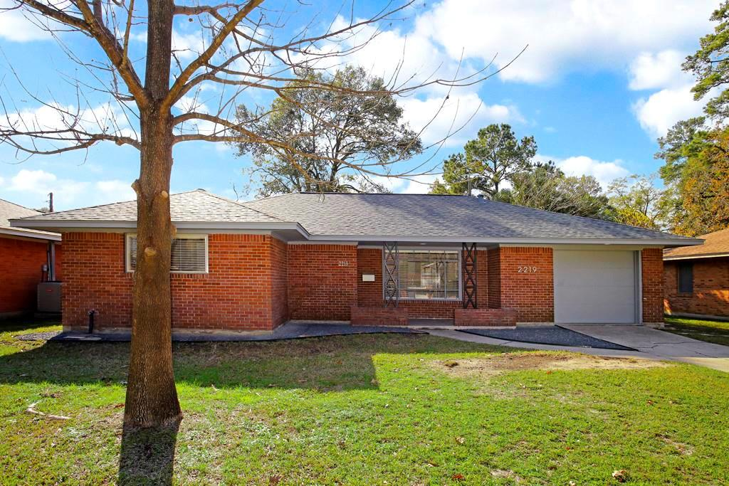Oak Forest - Renovated - Updated 3 bedroom 1 full bath 1 car garage single family home with a large fenced back yard. Hardwood Floors throughout - crown molding - recessed LED lighting - ceiling fans - designer paint - Kitchen with soft close cabinet doors and drawers - granite counter tops - stainless steel appliances - under counter lighting -large bathroom with custom vanity 2 sinks + storage. Washer/Dryer in the garage.  Rent includes - Weekly Yard Service & Bi-Monthly Pest Control service. READY NOW! Pet friendly...