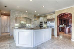 Check out this gorgeous kitchen! White stone accents at the cook top add a designer touch.