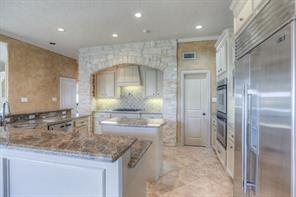 Another view of this fabulous kitchen!