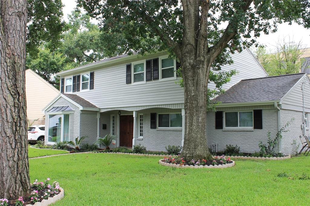 NEVER FLOODED Fonn Villas house!! Located on a quiet street, walk to the Bendwood Park. All a/c ducts cleaned - mold treatment with 3 yrs warranty. Regular pest control & termite prevention. Tall brick fenced backyard. Remodeled in 2015 - Kitchen: Granite counter tops, all new appliances. All new bathrooms. Complete new flooring: Hardwood on both floors and staircase. Travertine in kitchen, breakfast, utility & bathrooms. All windows replaced including new large picture window. 2018 Updates: New sprinkler system, New exterior paint. *Tenant currently in property.