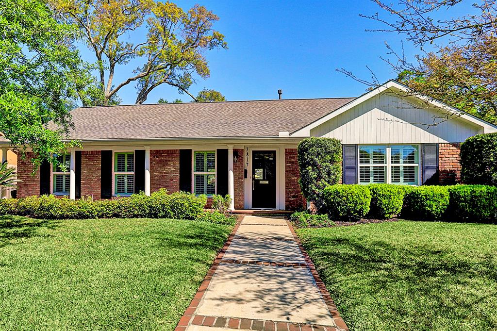 Wonderful one story traditional home with great curb appeal on a perfect block in BriarBend. Open floor plan with wall of French doors in  family room overlooking patio and large private backyard. Some of the many updates include: 2017-2018-new roof & 2nd A/C; 2014-guest bathroom; 2011-complete kitchen renovation + extension including new breakfast area, island, Brookhaven cabinets, Eco friendly Silestone counters, stainless appliances, wine frig, tankless hot water heater, main A/C, landscaping & more; 2011 remodeled 2nd ensuite bath; 2009-master bath & windows. Repoured drive,buried electrical cable from house to garage and much more.  All info per Seller