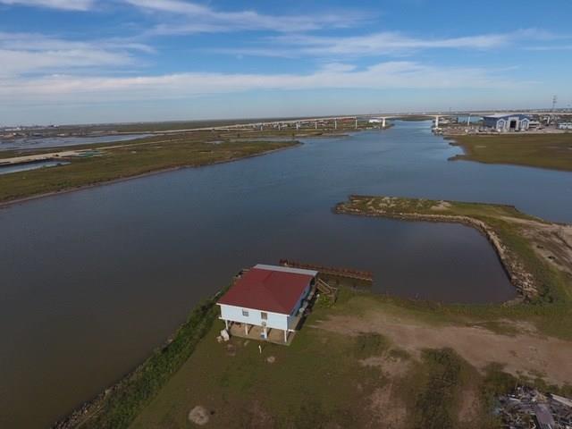606 Canal Drive, Surfside Beach, TX 77541