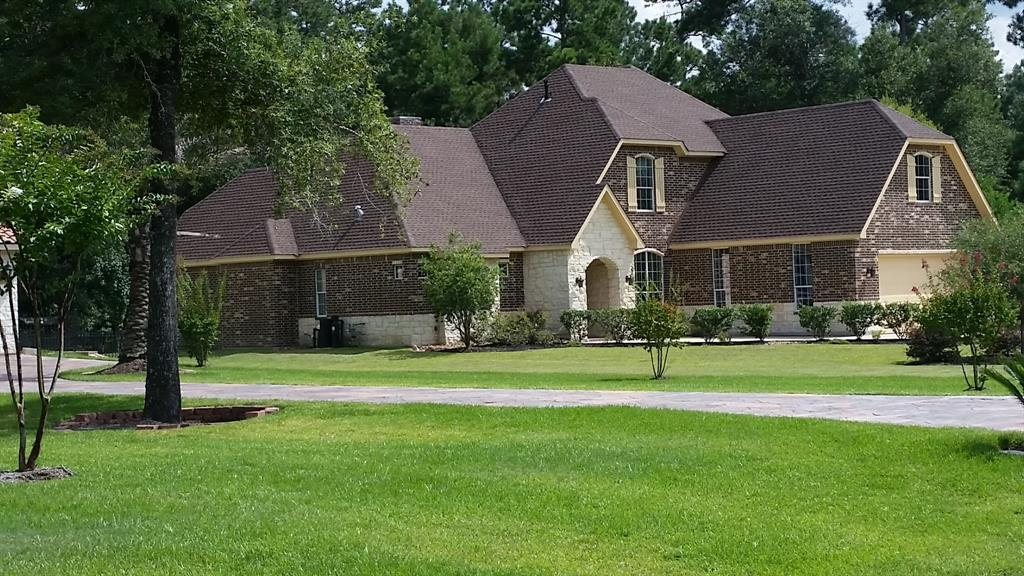 This home offers private luxurious living on a full acre! Located in the prestigious Benders Landing Estates & zoned to the BEST Conroe ISD schools (including the new Grand Oaks High School). Situated among stately homes with gorgeous trees. Soaring ceilings in living room, dining room, & master bedroom! HUGE open living/kitchen/dining space allow conversation to easily flow. It's the perfect set-up for holiday gatherings & parties! Ample storage throughout the home. Split plan with a private master retreat! This 4 Bed 3.5 Bath is DRENCHED in features that are irresistible--DOUBLE entry wrought iron door, Granite Island kitchen/breakfast bar, study w/BUILT-INS, FLOOR to CEILING STONE & gas fireplace, tankless water heater, water softener, spray foam insulation, & covered patio! Access to the exclusive Estates Clubhouse, Fitness Center, Pool, Splash pad, sports park, playground. Also conveniently located near IAH, Exxon Campus, The Woodlands, shopping, & more! Priced to sell! MUST-SEE!
