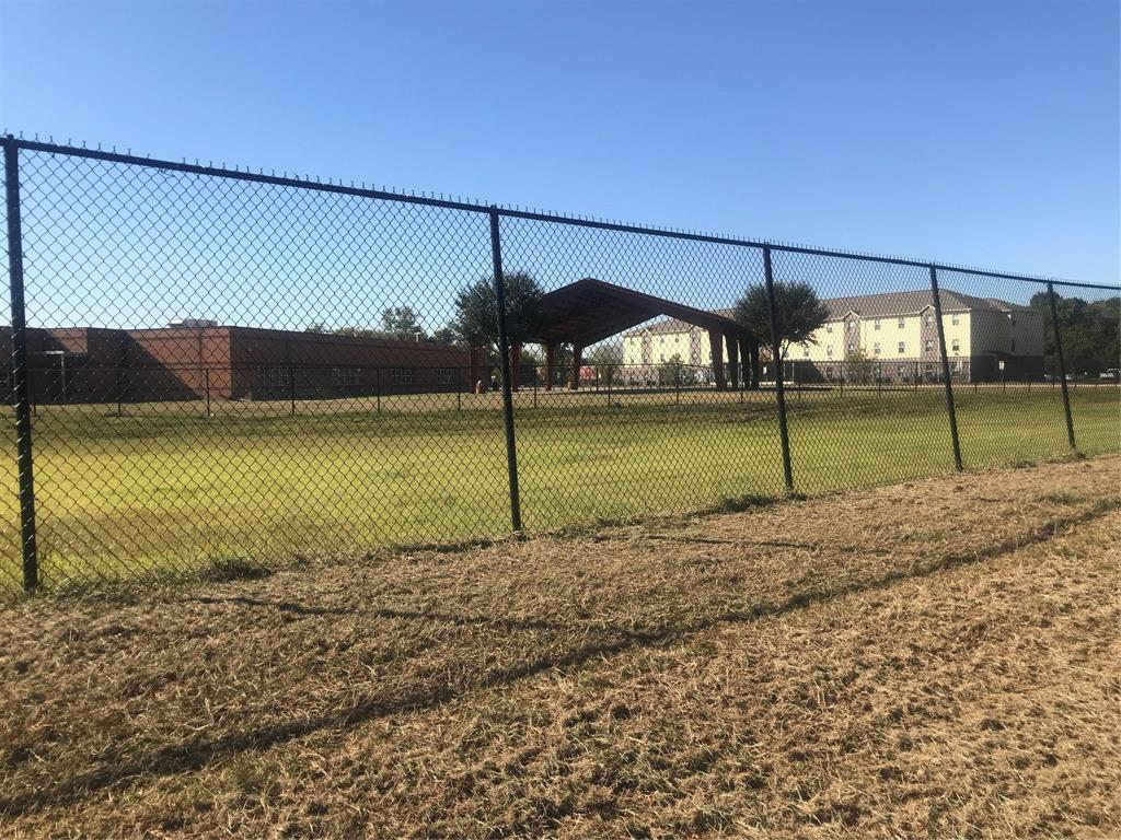 APPROX 1 ACRE LOT THAT CAN BE REPLATED FOR TOWNHOMES OR SINGLE FAMILY HOMES. COMPS IN THE AREA TRENDING UP. ALL REASONABLE OFFERS WILL BE CONSIDERED. NO HOA, NO MUD, DID NOT FLOOD DURING HARVEY.