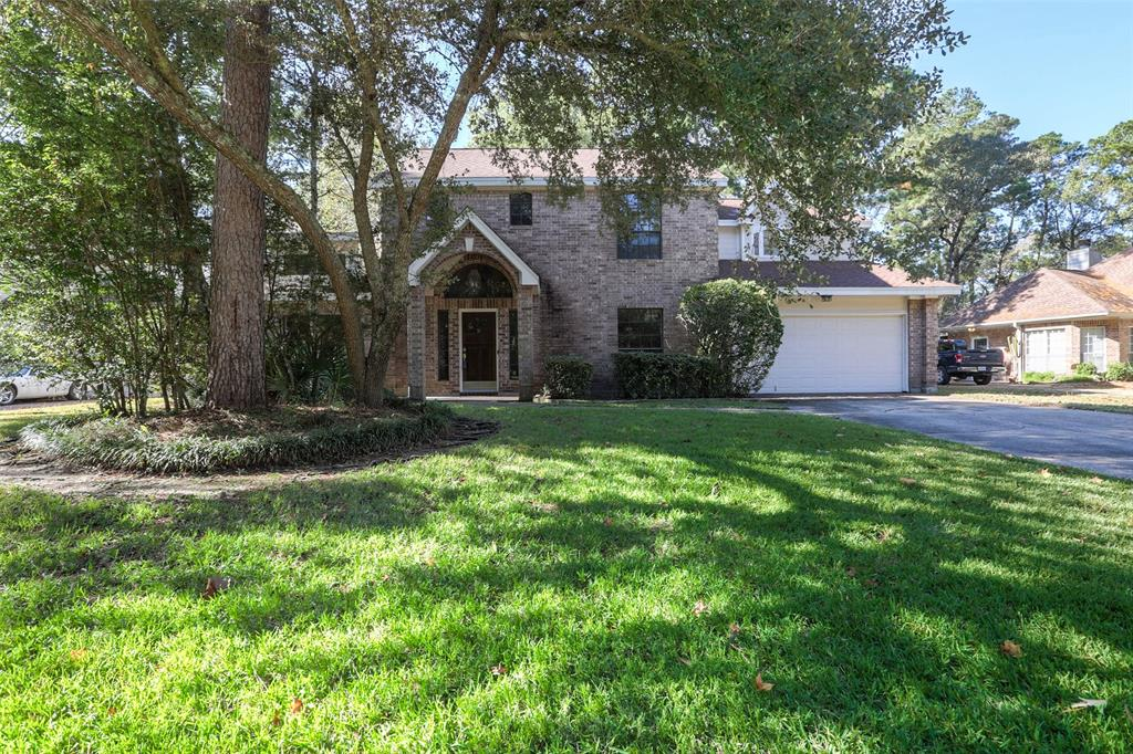 Lovely rental in the heart of The Woodlands.  Walking distance to shopping center, elemantary & intermediate schools, and the YMCA.  Light and bright and ready for immediate move-in.