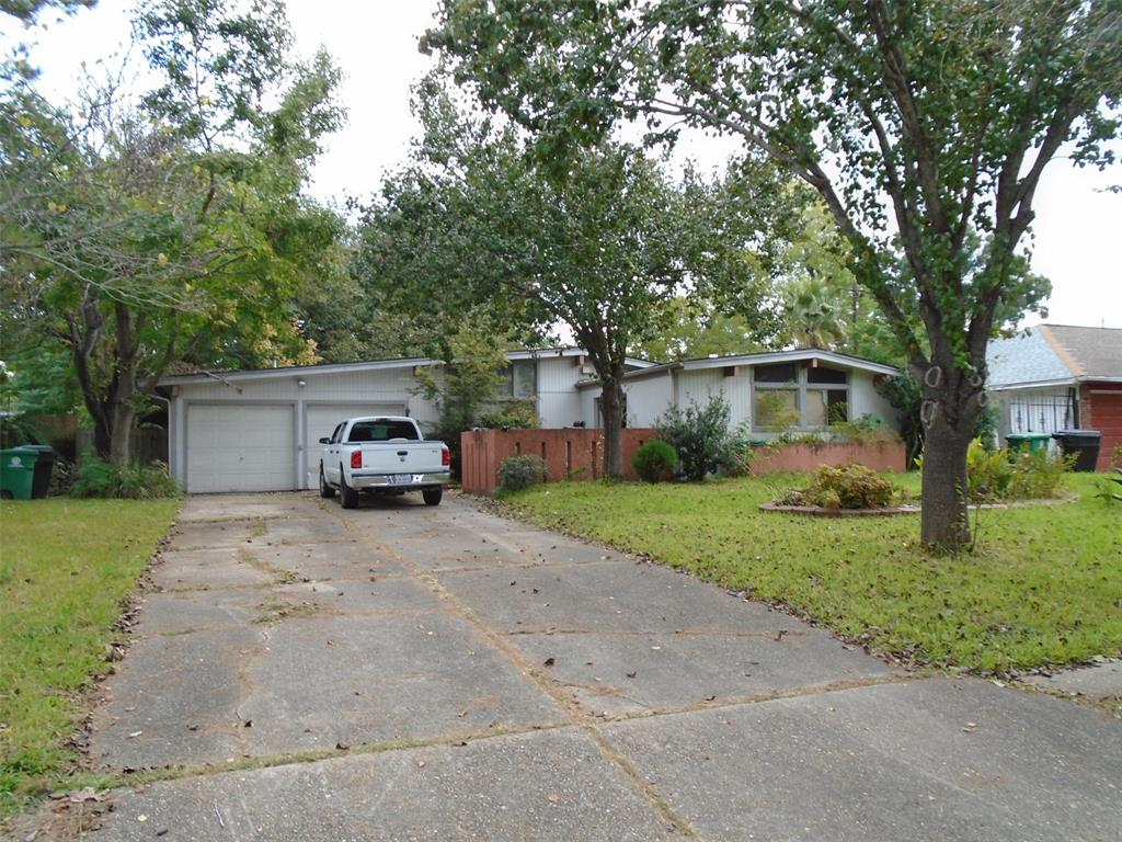 Great 3 bedroom, 1-1/2 bath, 2 car attached garage starter home.  Turn this contemporary beauty into your personal design dream or if your waiting for a great investment opportunity, put your bid in today!  Mature trees offer a serene setting in an established subdivision.  Great location close to Houston Baptist University, Hospital, Shopping, Galleria/Med-center. Volunteer Civic organization with Constable patrol!