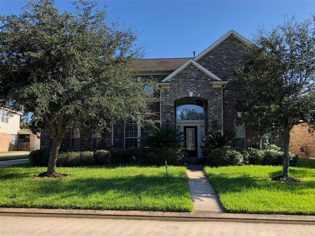 Beautiful home on a cul-de-sac lot in the gated Estates at Creeks End. 5 bedrooms, 3 and a half baths with double sink master bath. Kitchen with granite counter tops including a breakfast bar and island, wood cabinets. High ceiling and abundant windows. Large backyard with covered patio, 2 car detached garage. Schedule your showing now.