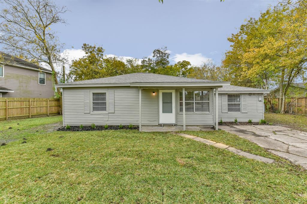 7919 Thompson Road, Highlands, TX 77562