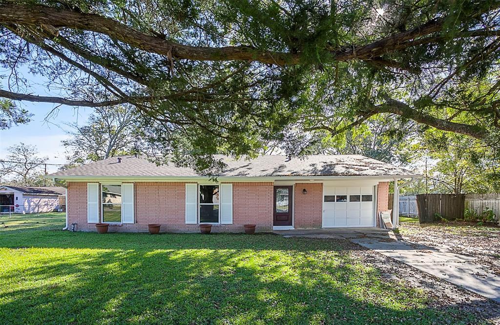 160 E Herring Street, Sour Lake, TX 77659