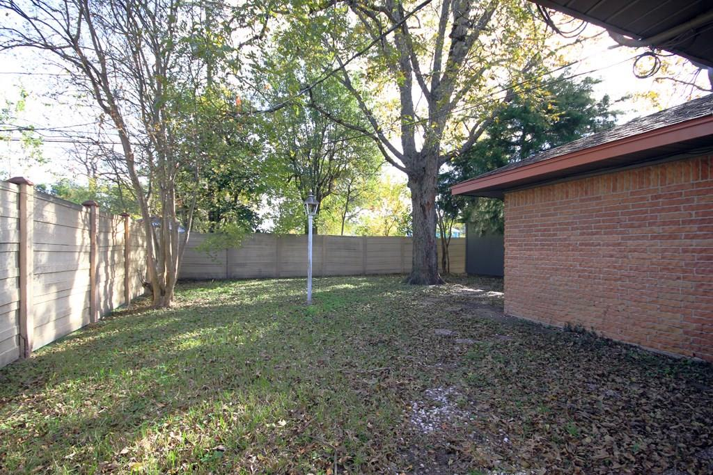 Additional view of the side and backyard, all fenced