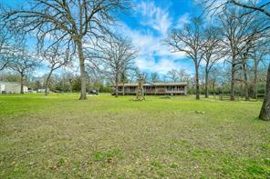 5449 Leaning Oaks, Madisonville TX 77864