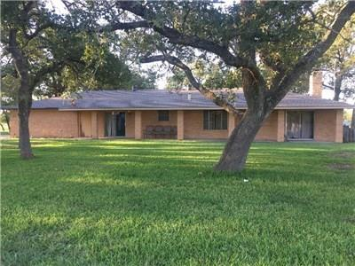 1093 County Road 205, Giddings, TX 78942