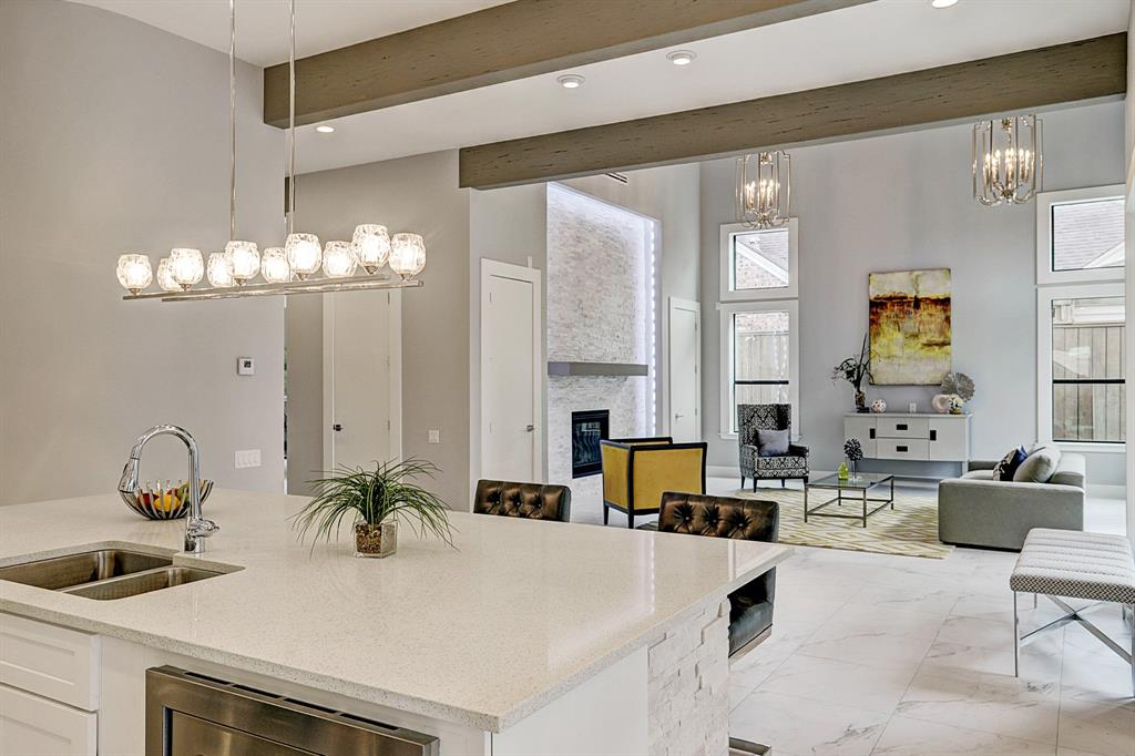 Luxury, Meet Location