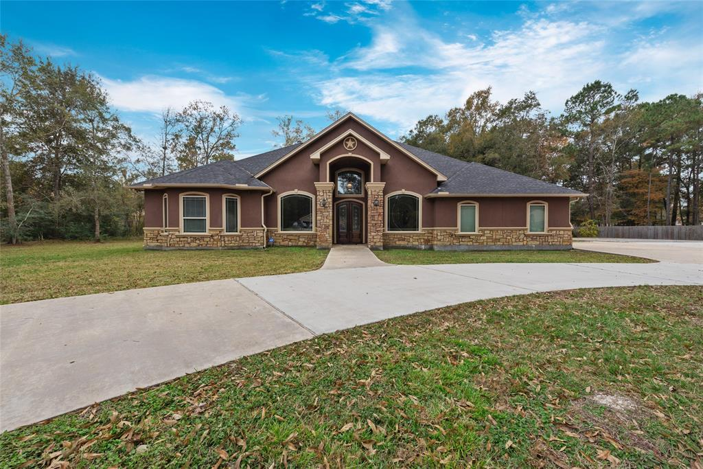 Country style living at its best! New beautiful custom home over 3,000 sq.ft. on over 2 acres! Walk in and feel the openness or 15ft high ceilings on entry, 12' & 10'ceiling, an open kitchen with huge island, walk-in pantry, stainless steel appliances, and a wet bar. Man gated subdivision with amazing outdoor areas. Fishing lake with boat ramps, Horses allowed.
