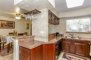 10183 Beekman Place Dr, Houston TX 77043