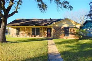 908 sunnybrook lane, baytown, TX 77521