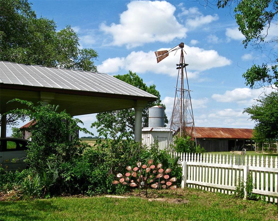 14530 BJ Dusek Road, Wallis, TX 77485