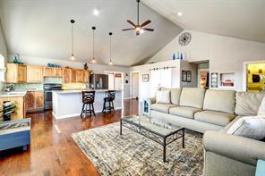 8225 County Road 121, Rosharon, TX 77583