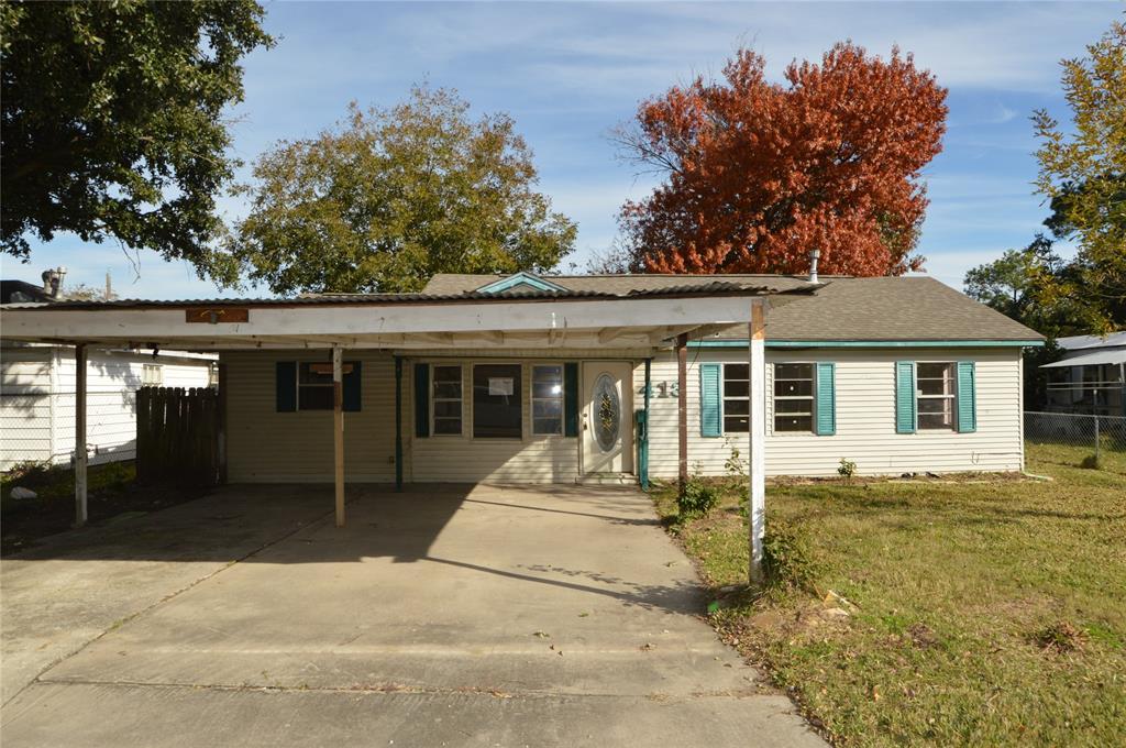 413 W Oak Street, Highlands, TX 77562