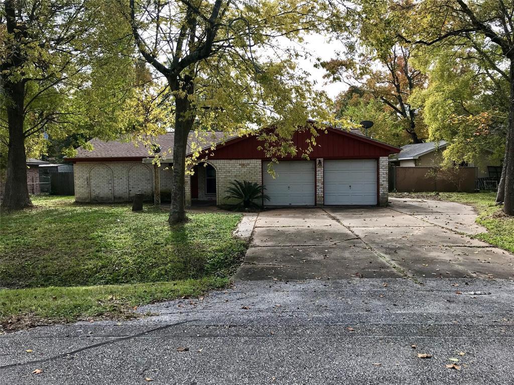 214 Pine Oak Drive, Highlands, TX 77562
