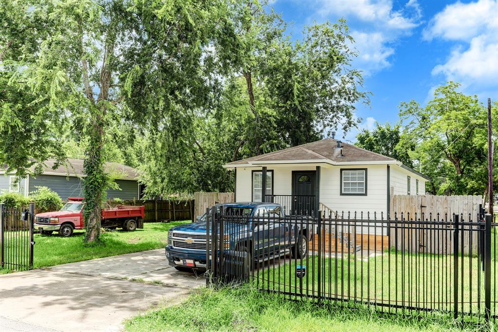 802 E 40th Street, Houston, TX 77022