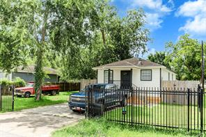 802 e 40th street, houston, TX 77022